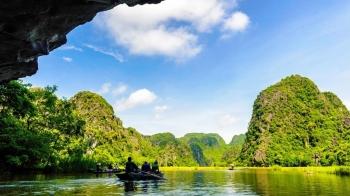Hoa Lu citadel and Tam Coc Cave Trip