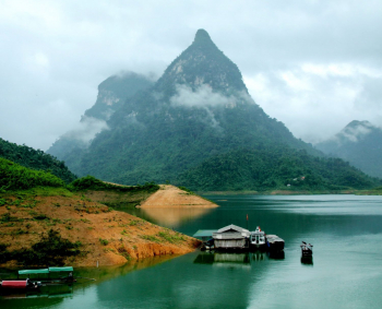 Na Hang lake: A great area to relax at the weekend